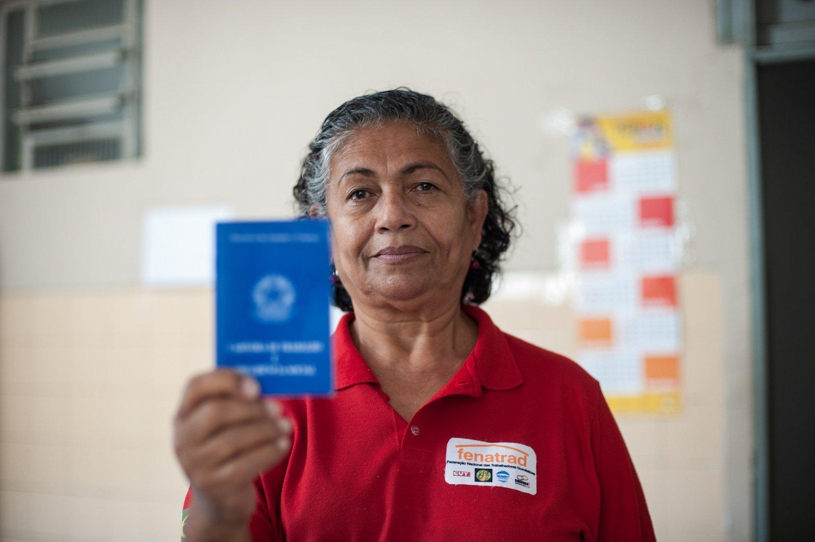 FENATRAD defende 13º salário integral para as trabalhadoras domésticas